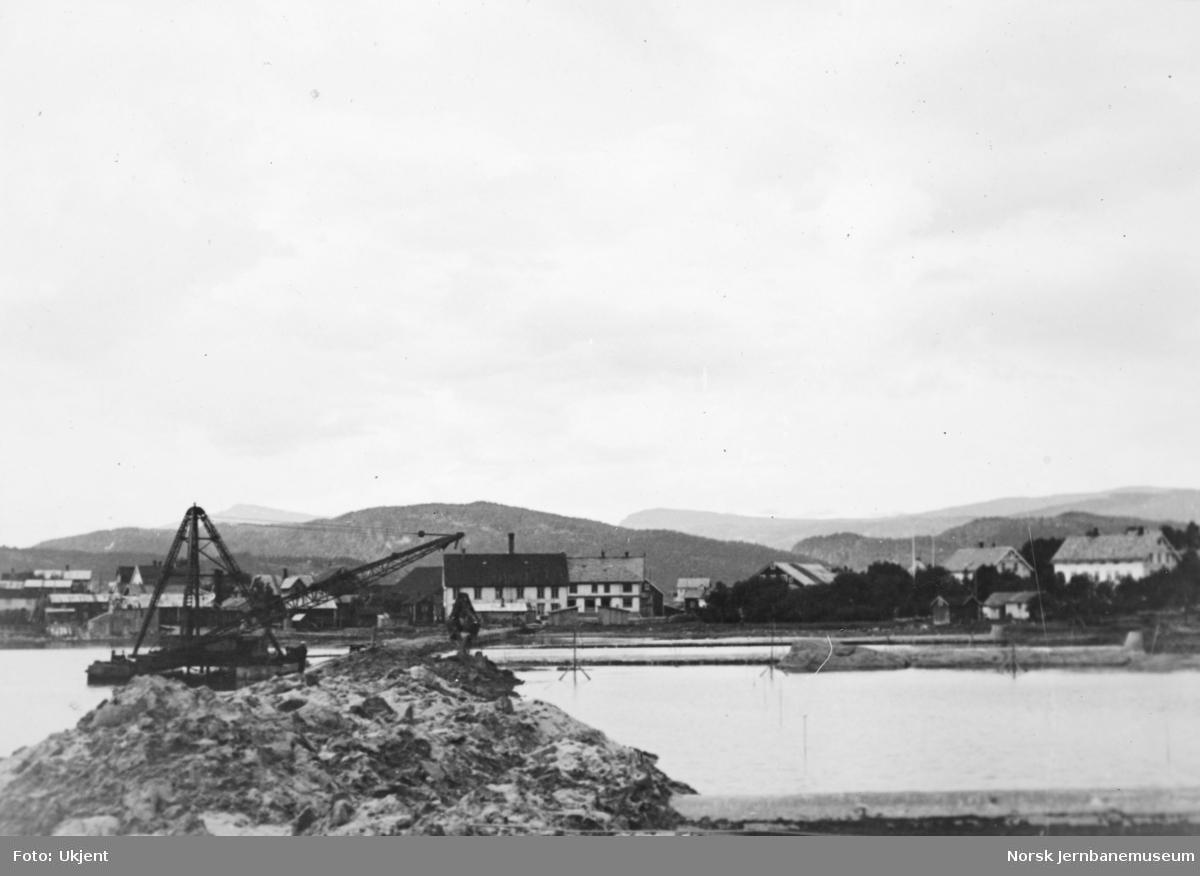 Jernbaneanlegget Mosjøen-Mo i Rana : oppfyllingsarbeider på Mo i Rana stasjonsområde