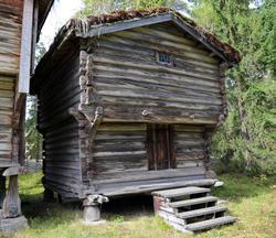 Stabbur fra Løsset, Åmottunet (Foto/Photo)