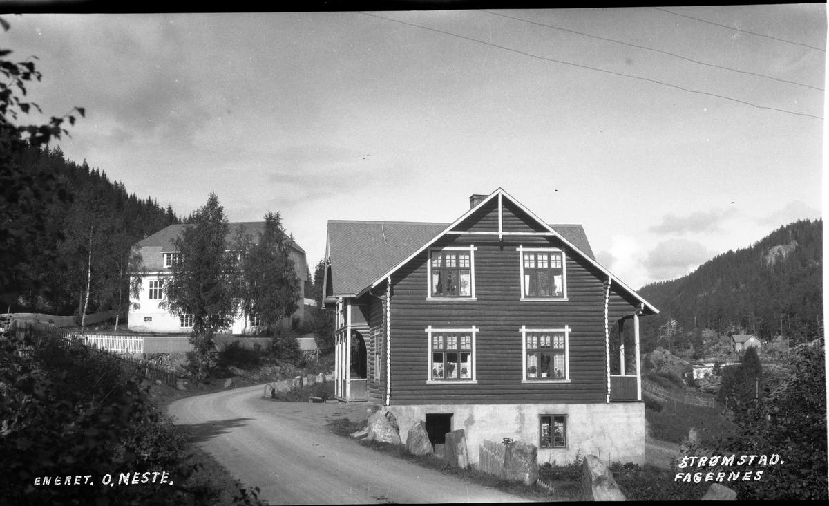 Villaen Strømstad, med gamle Fagernes skole i bakgrunnen