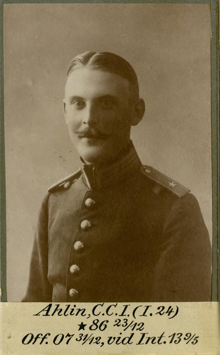 Porträtt av Carl Christian Israel Ahlin, officer vid Norra skånska infanteriregementet I 24 och Intendenturkåren.