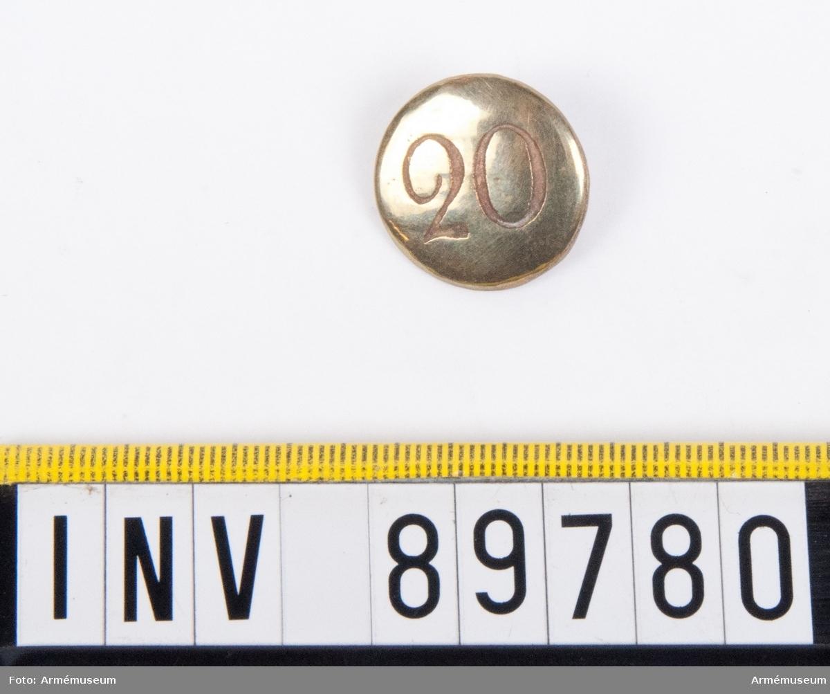 Grupp C. En knapp med siffran 20.