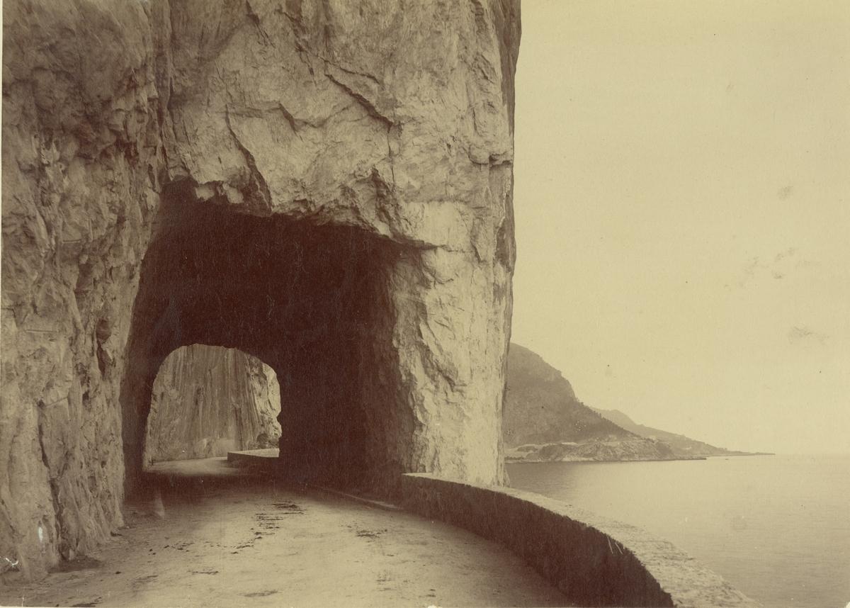 La Riviera. Kustväg mellan Nice och Montecarlo 1886.