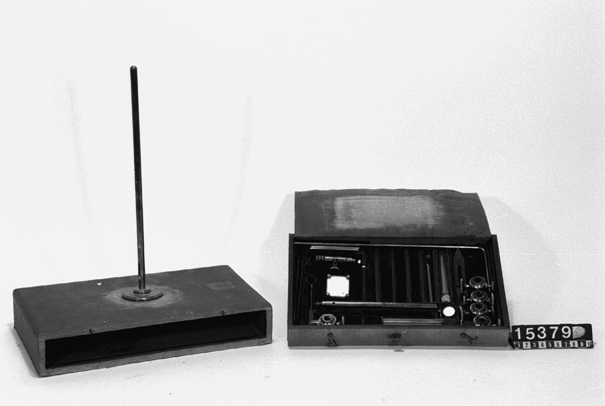 Spektralapparat, med tillbehör. I etui. Optiskt instrument