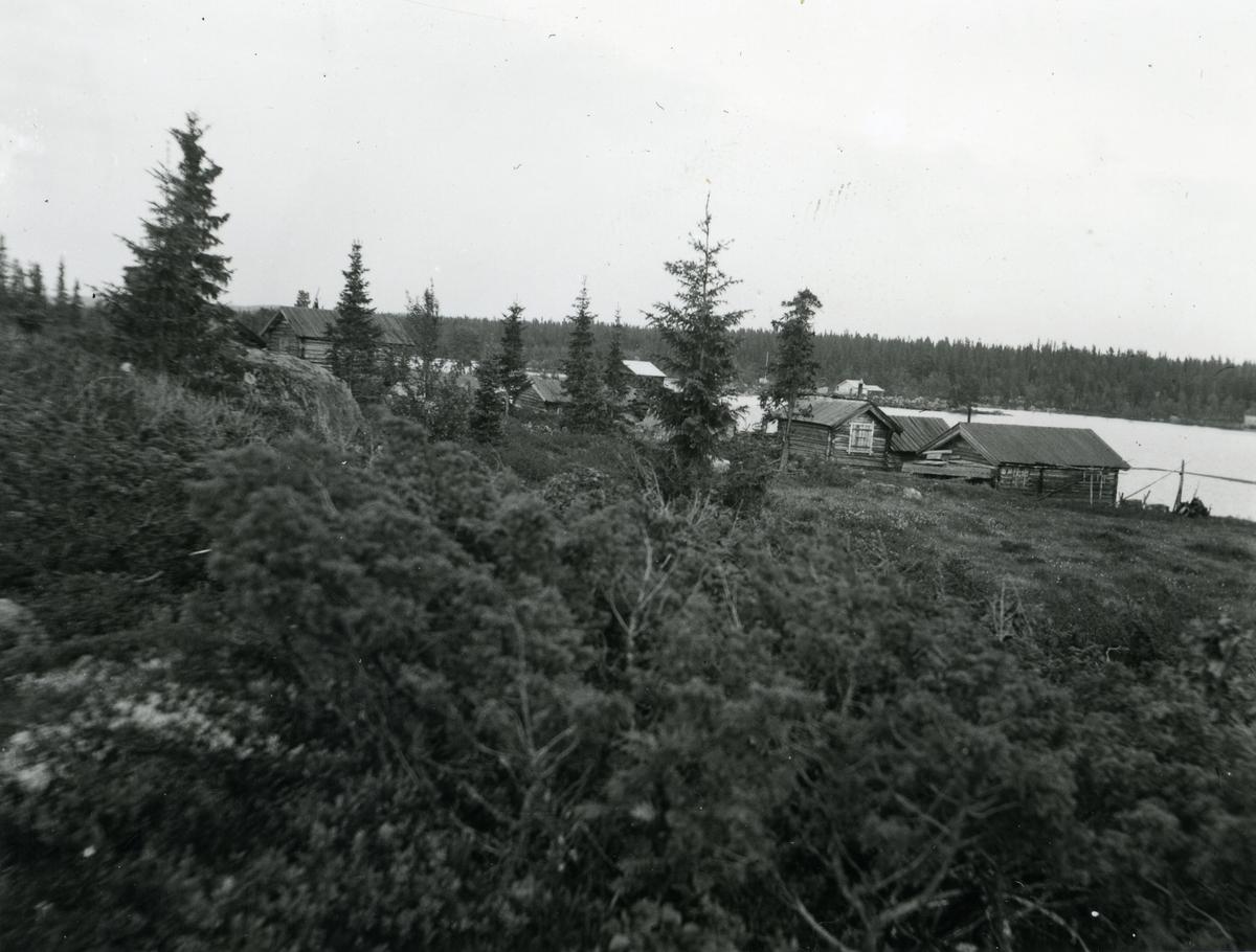 En oversikt over deler av naustebyen ved Høvren i Sør-Aurdal.