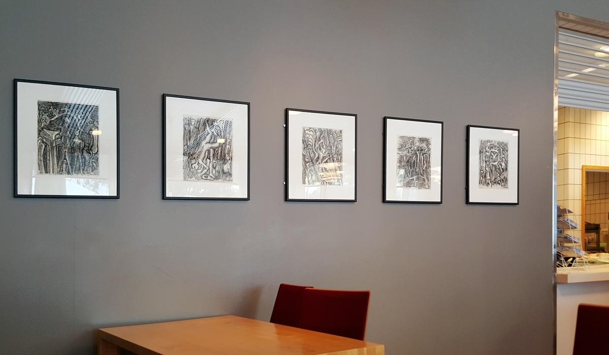 Iver Jåks regnes av mange som den ledende samiske kunstneren i vår tid. På en personlig og nyskapende måte arbeidet han i spennet mellom internasjonal samtidskunst og samisk håndverks- og kunsttradisjon. Jåks' virksomhet som kunstner var svært omfattende og mangfoldig. I løpet av karrieren virket han blant annet som samisk kunsthåndverker, illustratør, tegner, grafiker, maler og skulptør. Teorifagbyggets Jåks-samling gir et bredt bilde av kunstnerskapet.   I perioden 1994 - 99 var Jåks knyttet til Universitetet som artist in residence.