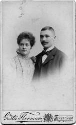 Anna Charlier och Nils Strindberg, förlovningsbilden.