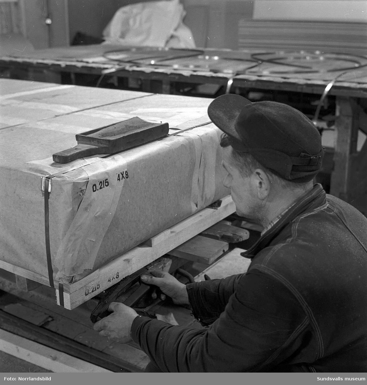 Bilder från verksamheten på boardfabriken i Johannedal.
