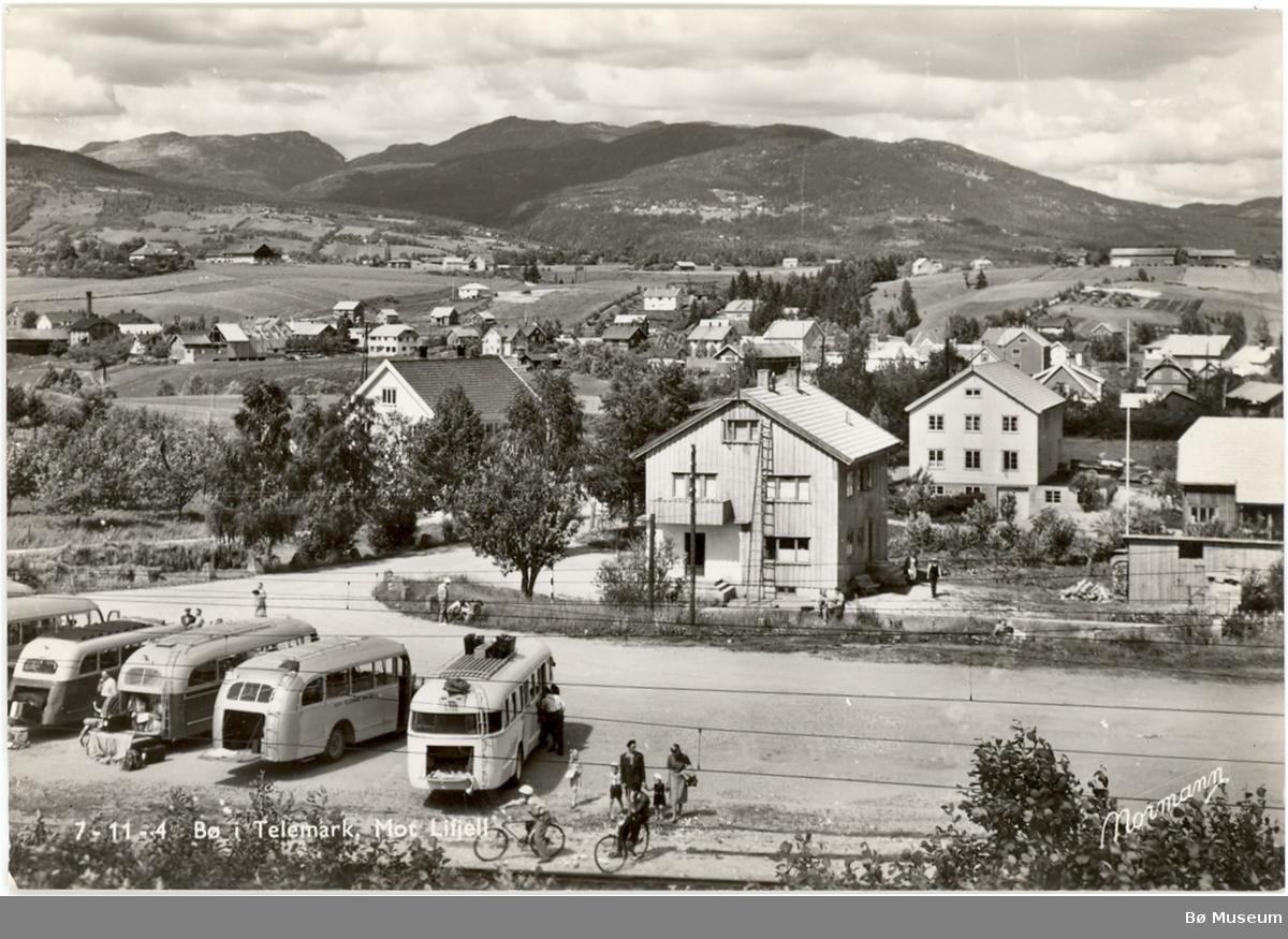 Rutebilar ved Bø stasjon