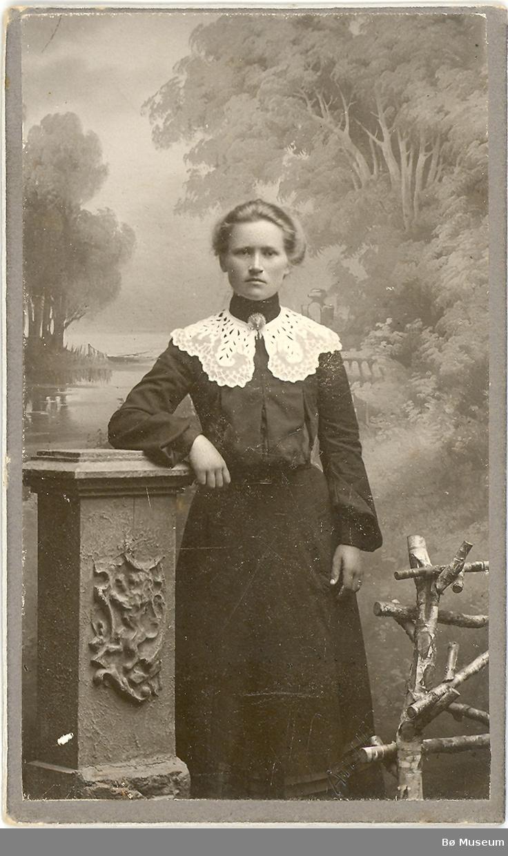 Kvinne, halvfigur