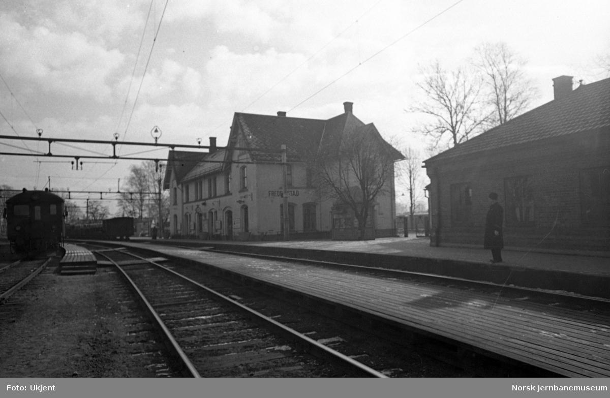 Fredrikstad stasjon, stasjonsbygningen