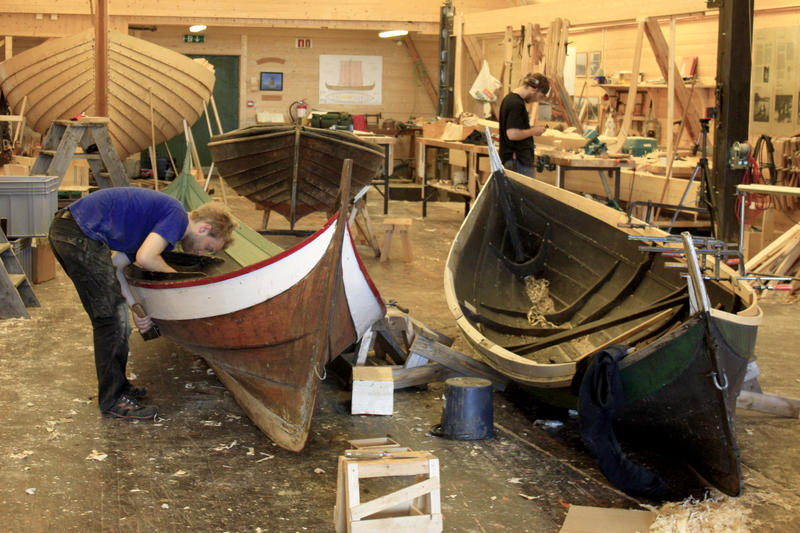 Vi reparerer alle typer klinkbygde båter. (Foto/Photo)
