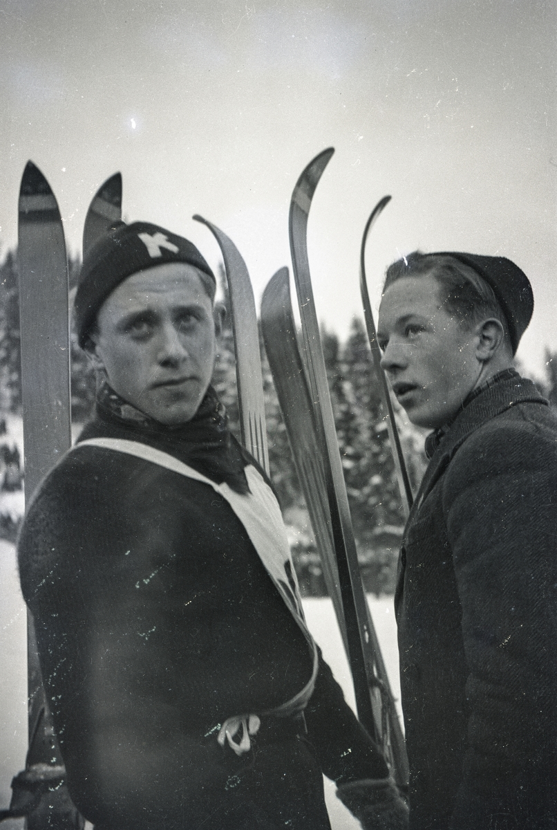 Two KIF-boys during training