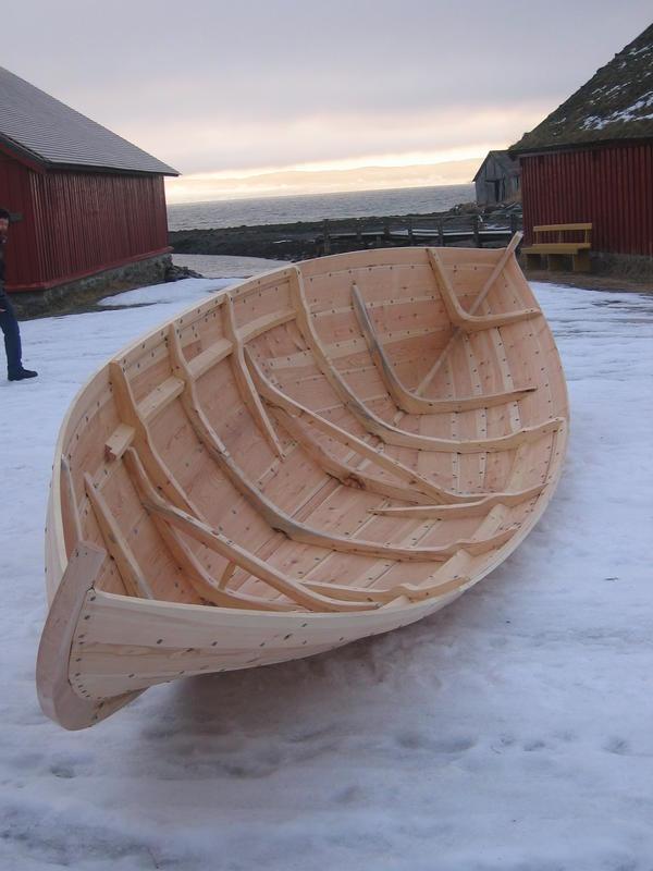Det er tydelig slektskap, men også stor variasjon, blandt de norske tradisjonsbåtene nord for Stadt. (Foto/Photo)