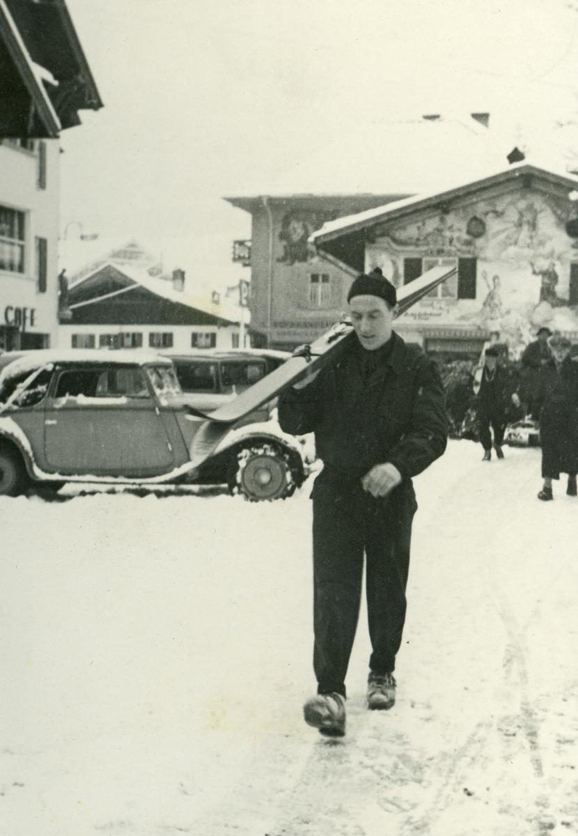 Kongsberg athlete Reidar Andersen en route to ski jump