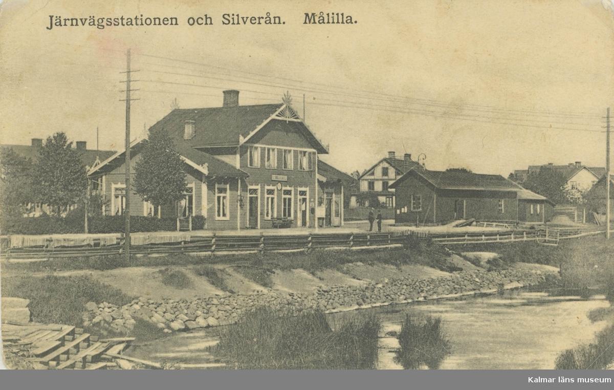 Vykort över Målillas järnvägsstation.  Den byggdes 1872-1874 och är en av de äldsta byggnaderna i Målilla.