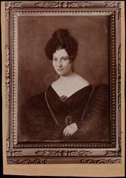"""Fotografi av portrettmaleri av Juliane Elise """"bestemor"""" Larp"""