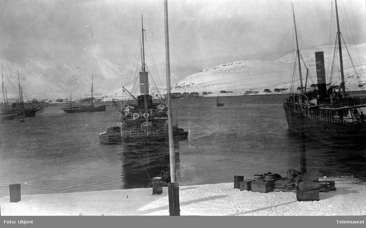 Telegrafdirektør Heftyes reise i Nord- Norge 1911. Båter i Hammerfest 23.mars.