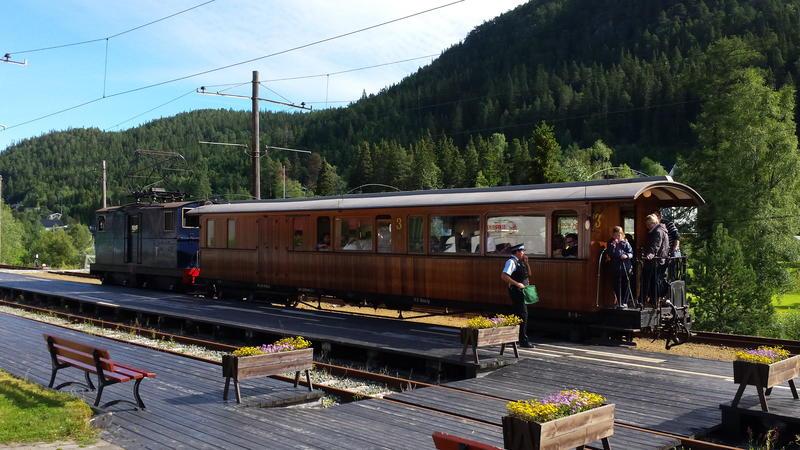 Lokomotiv nummer 2 og vogn nummer 10 på Thamshavnbanen