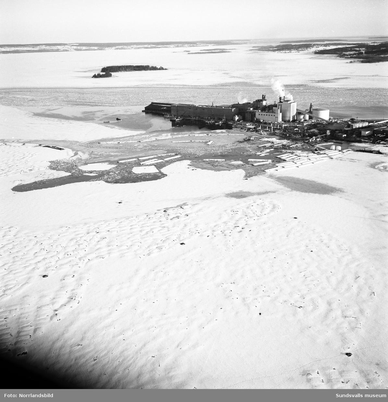 Flygfoton över fabrikerna i Fagervik och Vivstavarv.