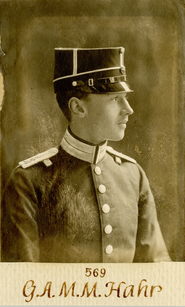 Porträtt av Gustaf Adolf Miles Mauritz Hahr, underlöjtnant vid Göta livgarde I 2.