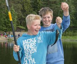 Glade fiskere under arrangementet Skog og vann 10/6 2016.