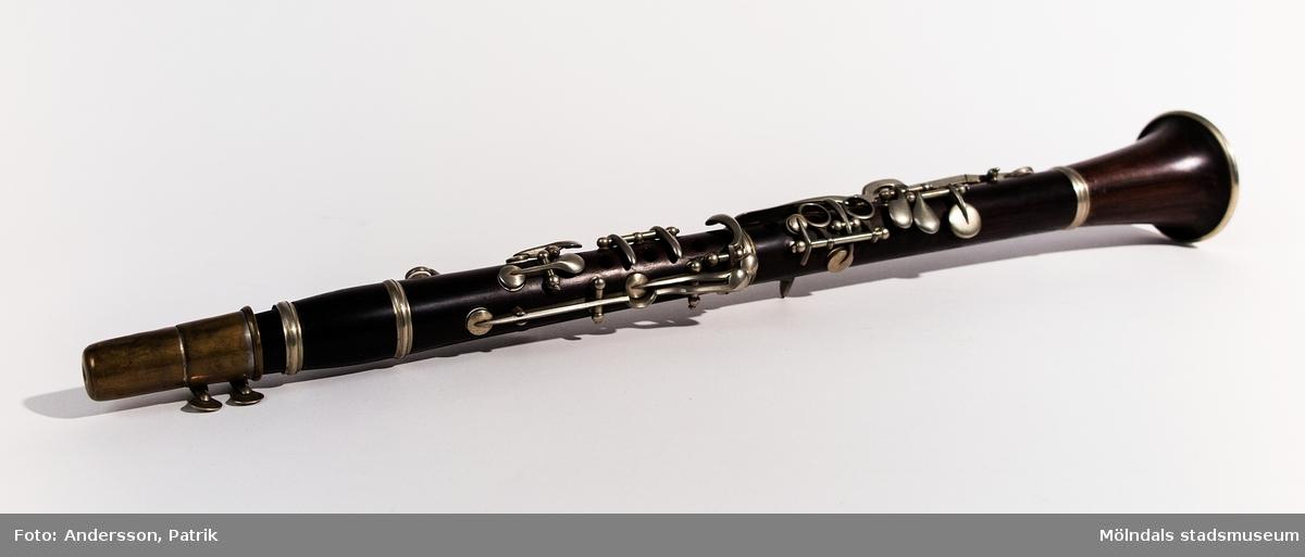 Albert Drakenberg f. 1875 d. 1966 var spelman, svarvare och möbelsnickare. Han har betytt mycket för spelmanstraditionens bevarande i Lindome. Ess-klarinett.Mer information om honom finns i museets arkiv och i museets faktapärmar..