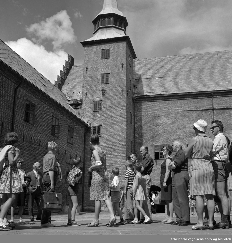Omvisning på Akershus Slott..Turister..1960 - 1965.