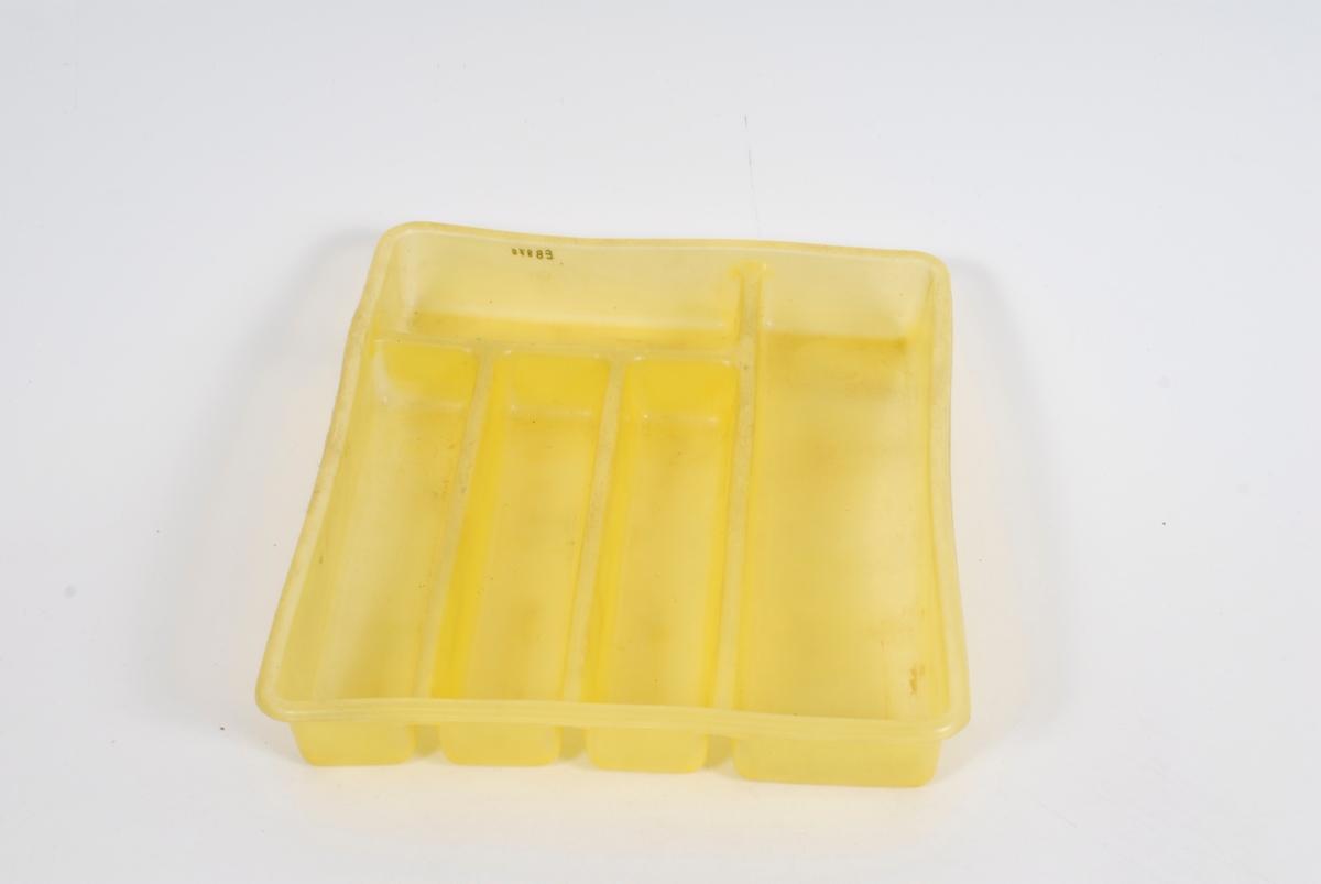 Form: Rektangulær. Standard type m/fem rom.
