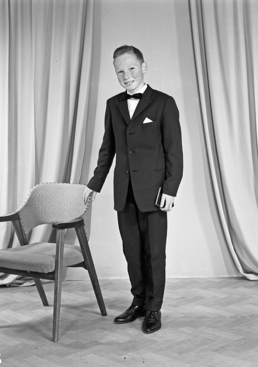 Portrett av en ung mann - bestiller Kjell M. Tveit