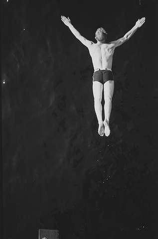 Stupende mann, Ingierstrand bad. Anders Beer WIlse, 1938.