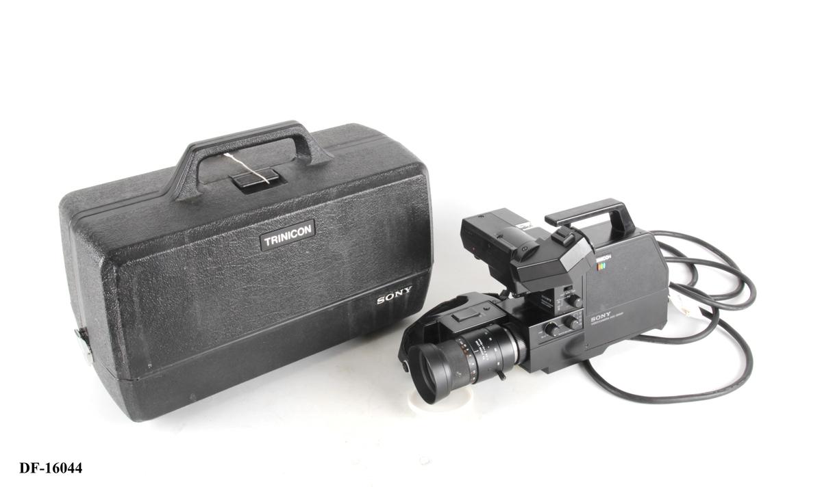 Videokamera i oppbevaringskasse.