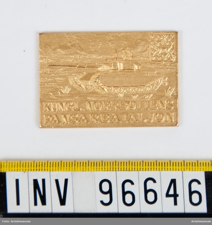 Plakett i guld för Norrbottens pansarbataljon. Stans nr 52956 (P 1213).