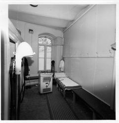 Interiör från från behandlingsrum, kortvåg o kvartslampa, Va