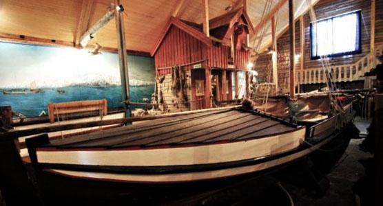 I utstillinga Lofotdrifta får elevene lære om lofotfisket.