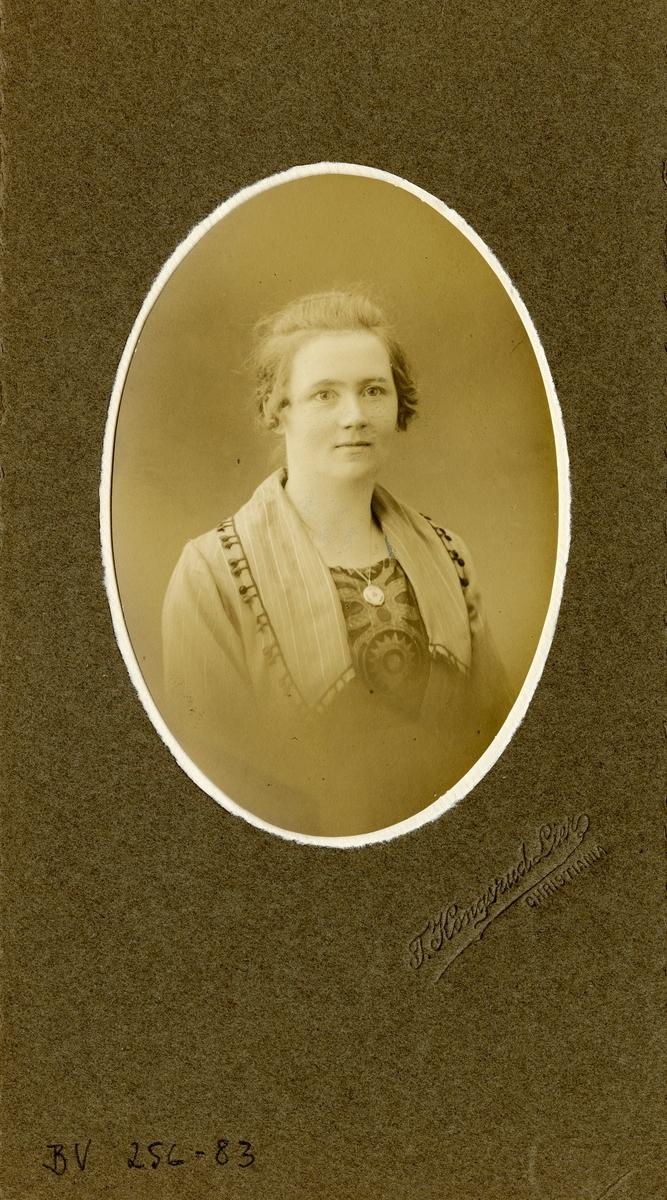 Portrett av Anna Egeland. Lærer ved Vestoppland folkehøgskule.