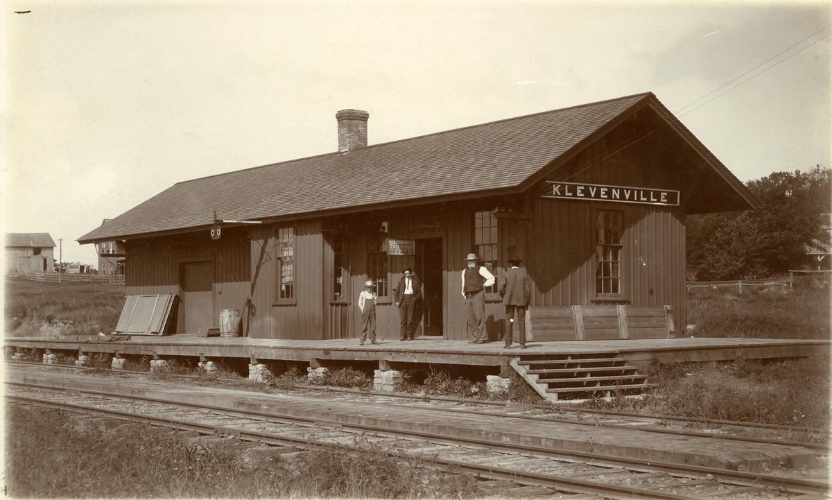 Klevenville stasjon, Amerika