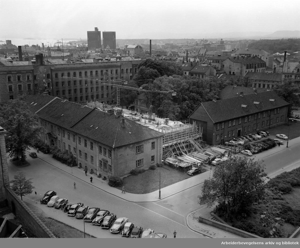 Empirekvartalet (Akersgt. 44).Foto tatt fra brannstasjonstårnet.Juni 1956
