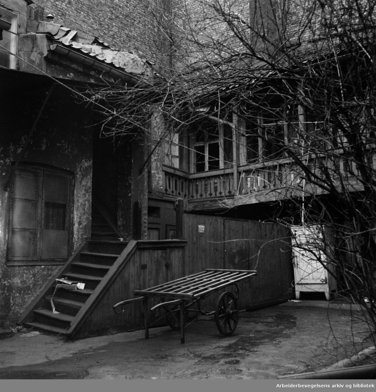 Fred. Olsens gate 13, revet april 1957.Senere gjenoppført på Folkemuseet.