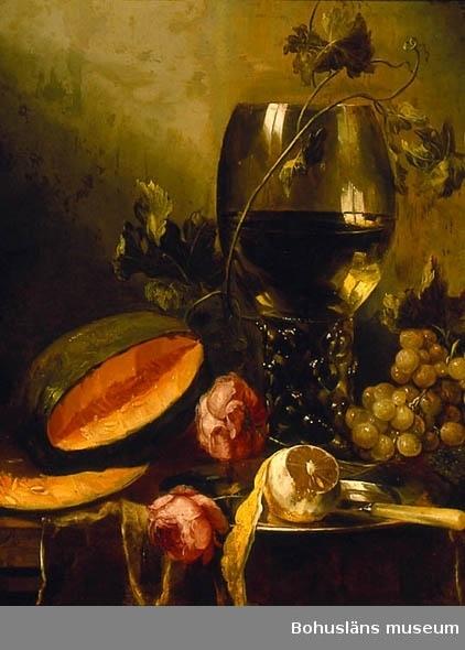 Stilleben med remmare, tennfat, kniv, vattenmelon och citron på bord
