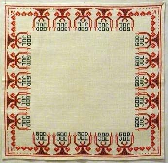 Duk broderad i korsstygn med rött och grönt lingarn  på halvblekt Dalalinne. handfållad