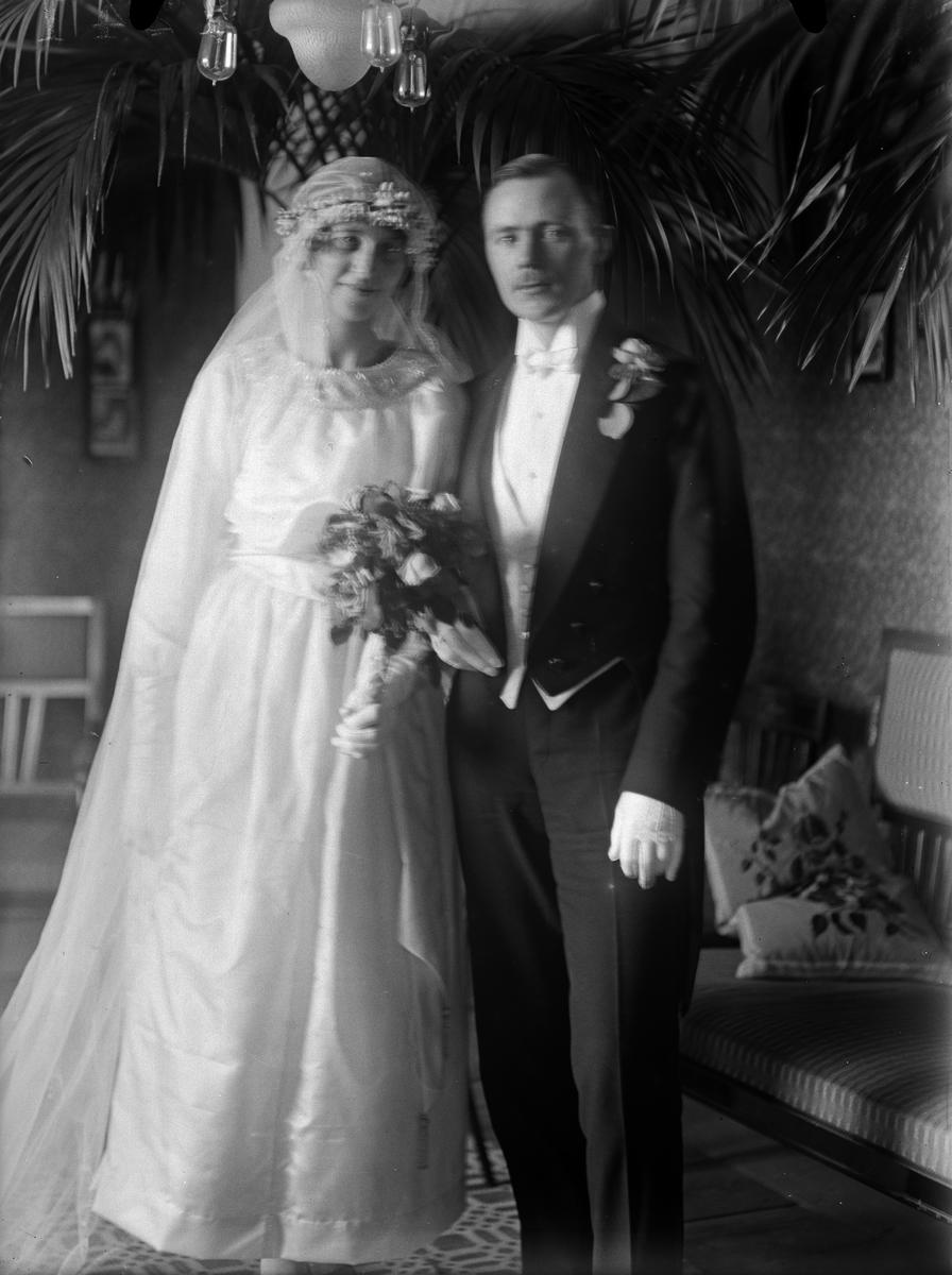 """""""Brudparet Lohren Flosta"""", Altuna socken, Uppland 1919"""