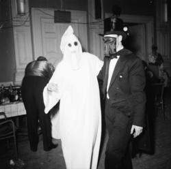 """Vardens arkiv. """"Byfor. arrangerer karneval i Festiviteten"""""""