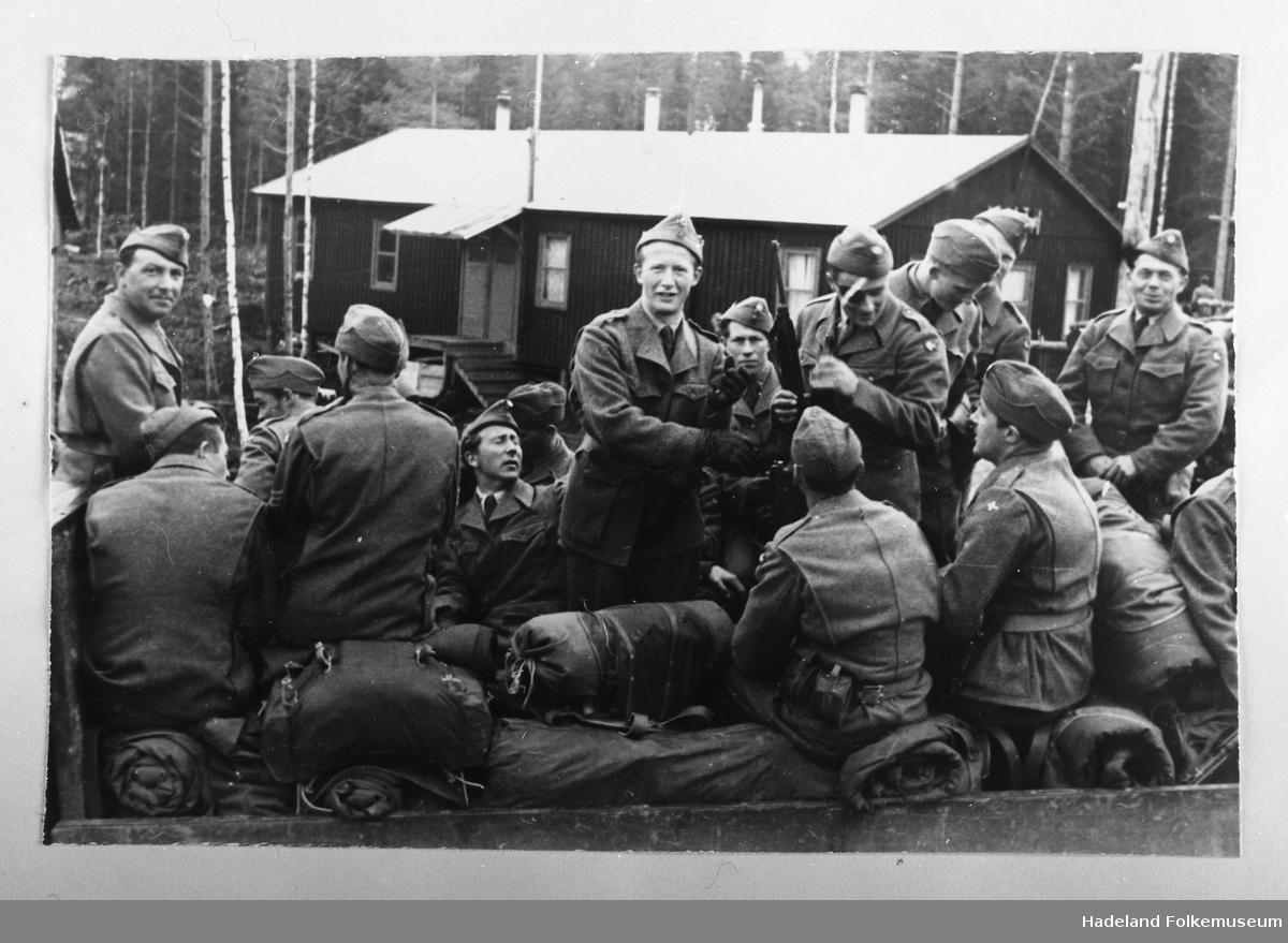Soldater inne i de dype skoger.