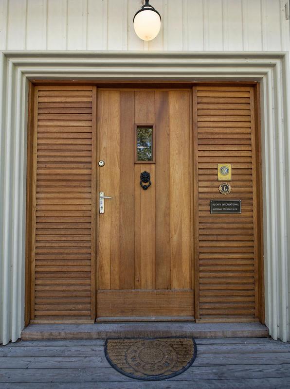 Inngangspartiet til Storhamarstuene. Rullestolrampe kan skaffes ved behov. (Foto/Photo)