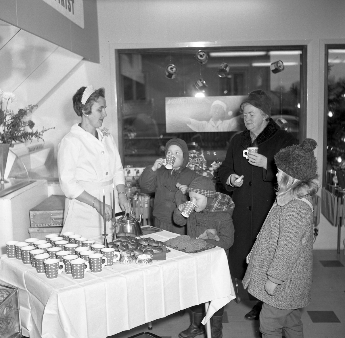 Konsum inviger en ny butik vid Sävsjövägen i Arvika den 14:e december 1961.