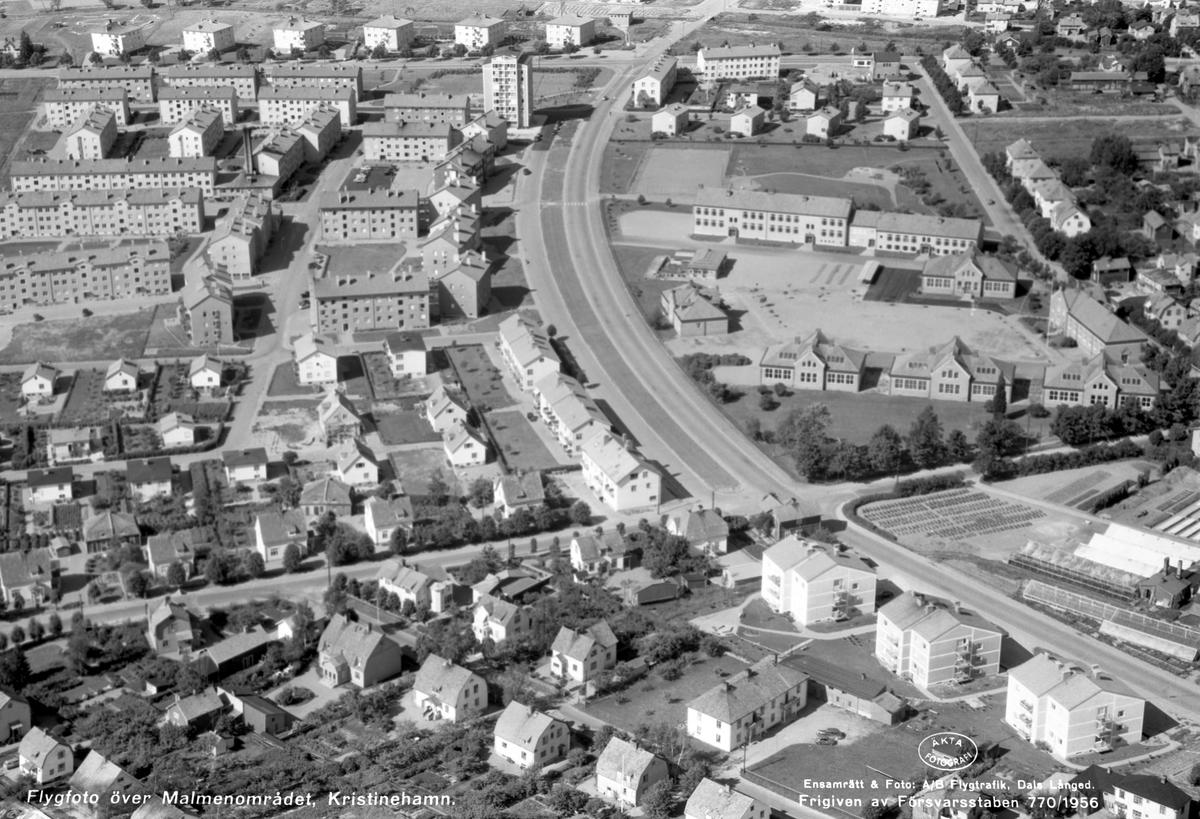 Värmland från luften 1956: Kristinehamn, stadsdelen Malmen