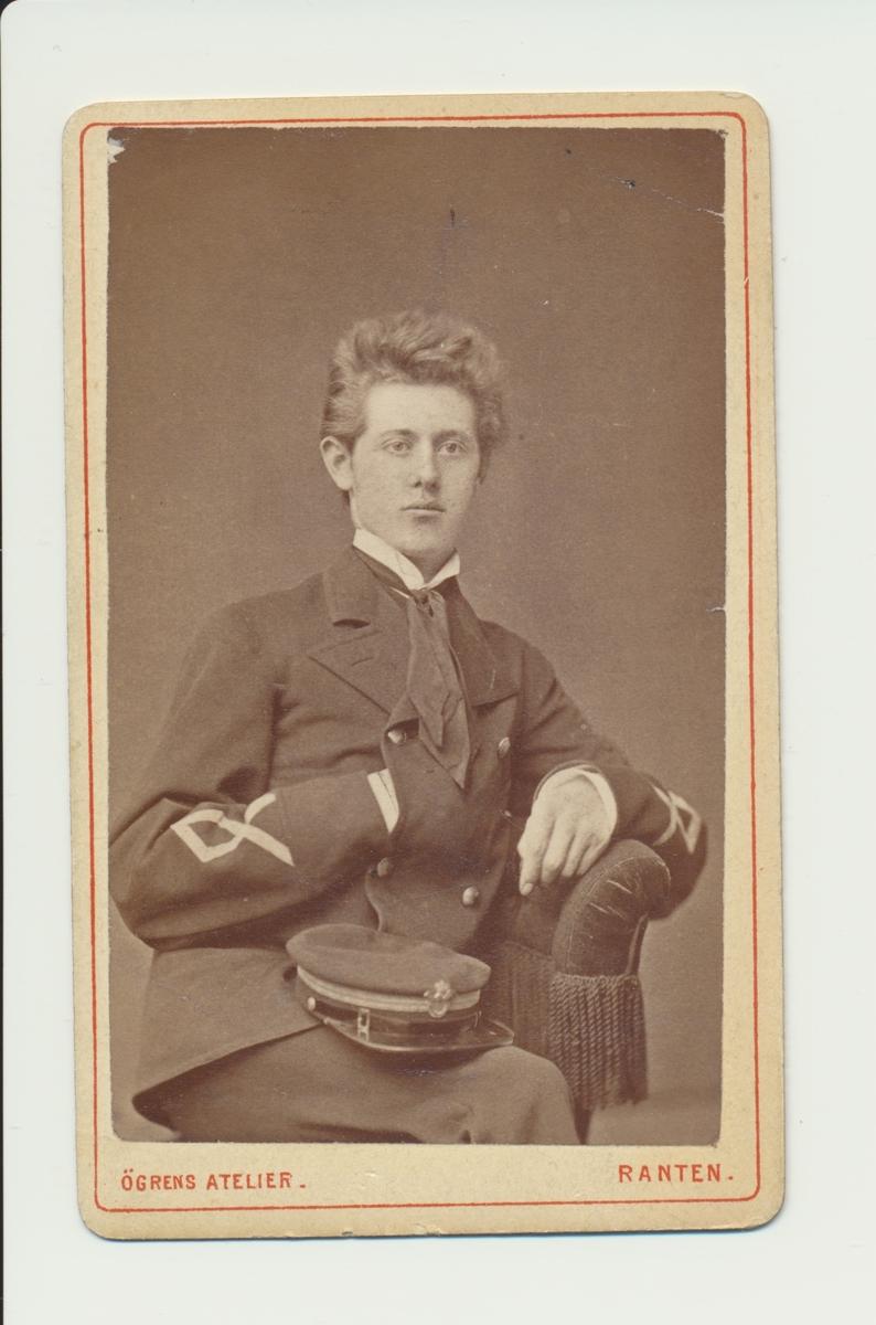Porträtt av Adolf Harald Bunth, postexpeditör i Södra Distriktet på postkontoren i Kristianstad och Ystad.