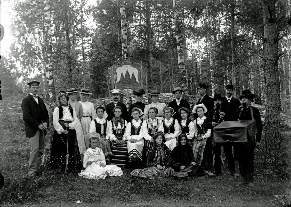 """Bazargrupp på """"Kullen"""", godtempl. 1906."""
