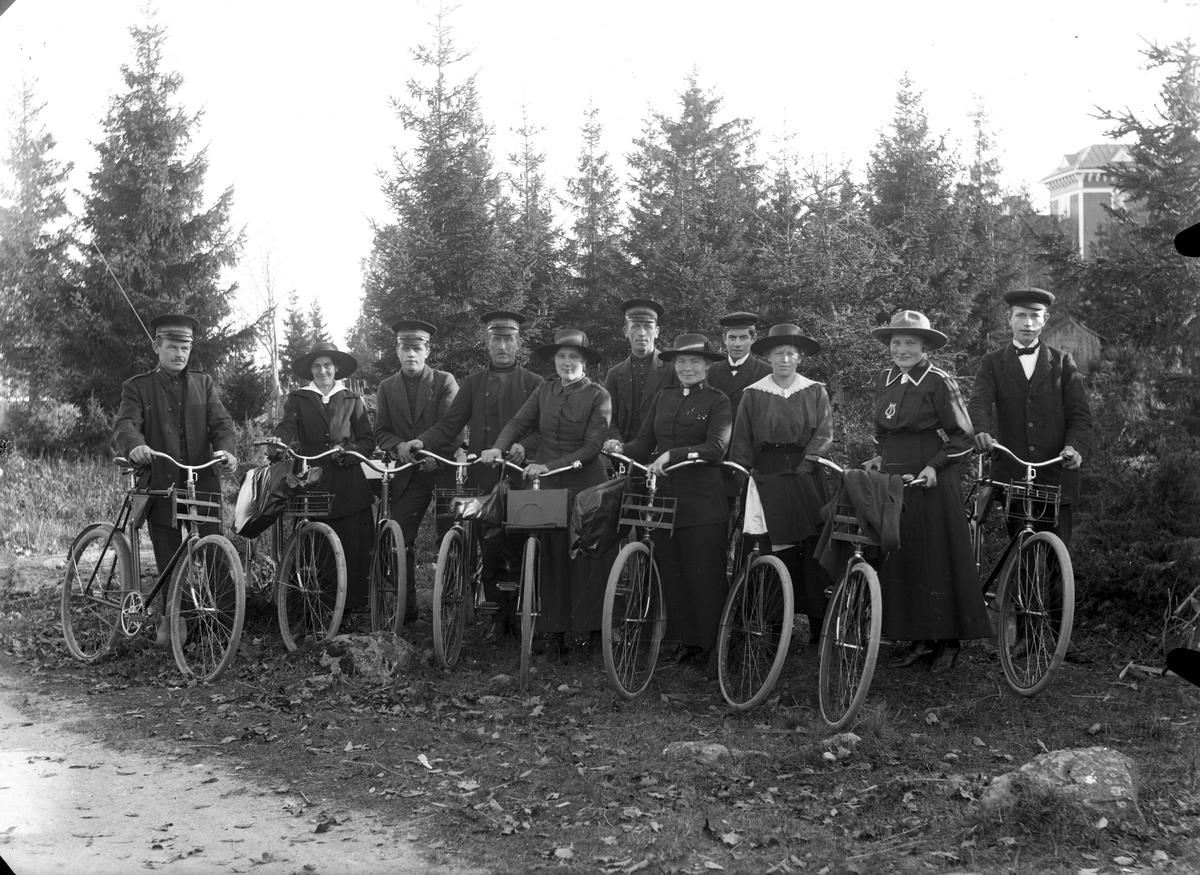 Gruppbild, Frälsningsarmén på cykelutflykt.