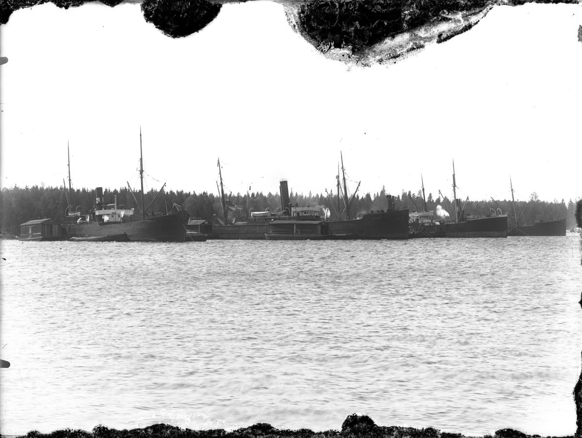 Ångfartyg i hamnen, Norrsundet.